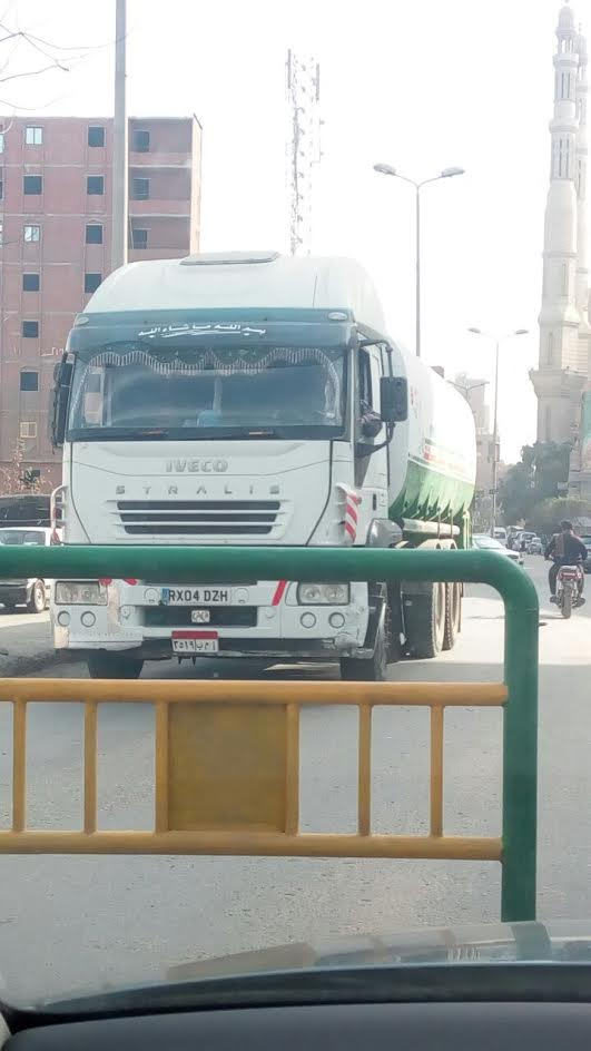 سيارة نقل بنزين تغلق كورنيش«الوراق» وسط استياء من المواطنين (صور)