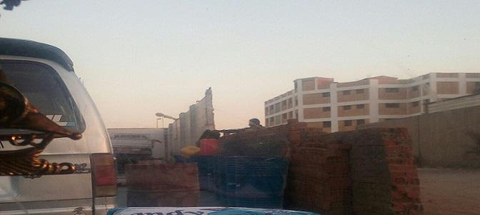 بالصور.. لحظة تهريب البنزين من محطة وقود بأكتوبر إلى السوق السوداء (صور)
