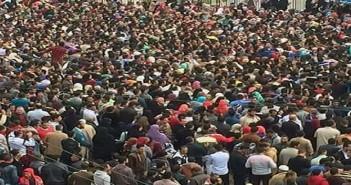 بالصور.. تكدس آلاف الشباب المتقدمين لملتقى التوظيف بكفر الشيخ.. وإصابة 6