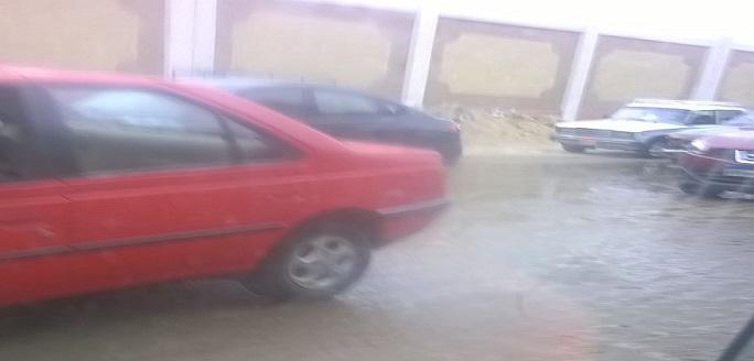 غرق شارع بعين شمس في المياه يعرقل المرور والمارة (صور)