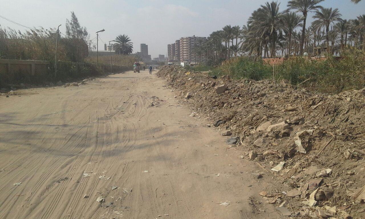 سكان شارع مؤسسة الزكاة بالمرج يطالبون برصفه