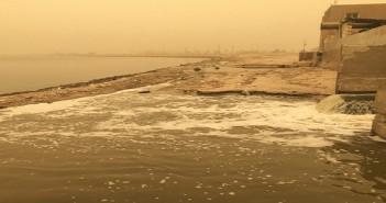 مضخات الصرف الصحي تصب مخلفاتها في بحيرة محمية قارون