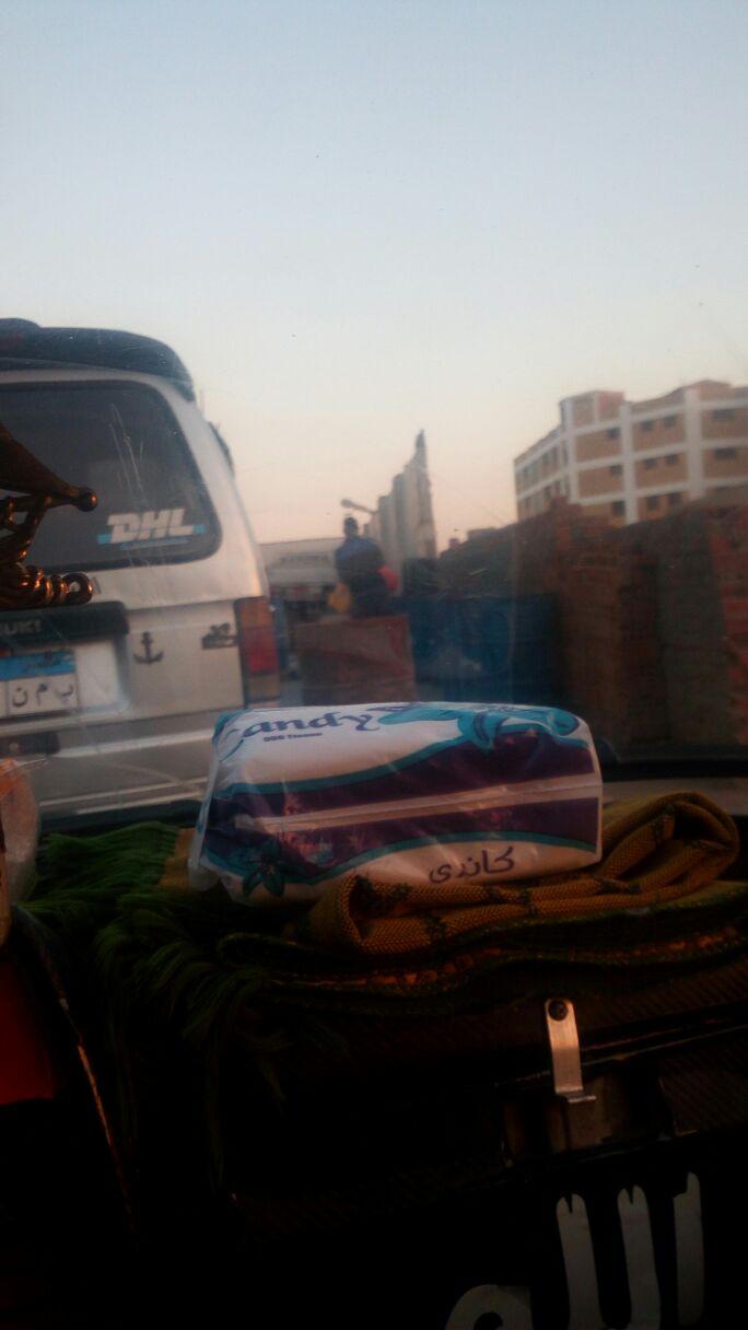 بالصور.. لحظة تهريب البنزين من محطة وقود بأكتوبر إلى السوق السوداء