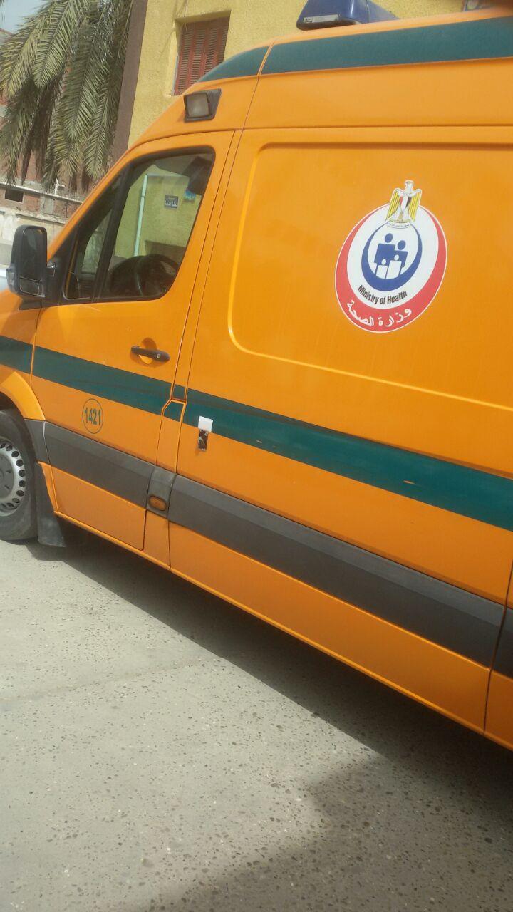 فين المفتاح.. مستشفى الحامول بكفر الشيخ مُغلقة بوابته أمام مواطن في حالة حرجة (صور)