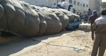 بالصور..  انقلاب سيارة مُحملة بالذرة على أخرى ملاكي بالدقهلية دون ضحايا