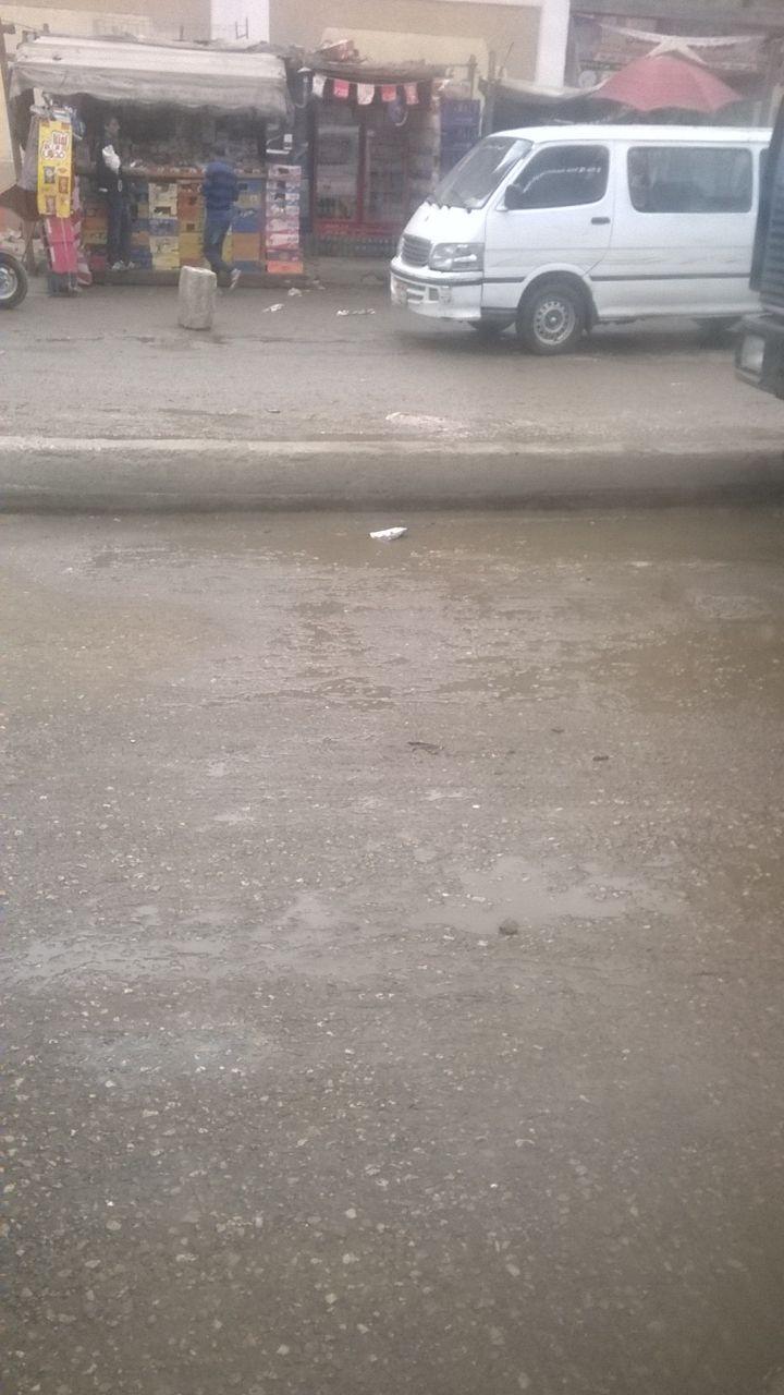 غرق شارع في عين شمس في المياه يعرقل المرور والمارة (صور)