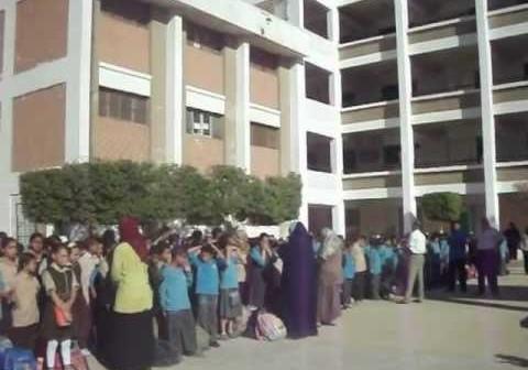 ▶️ منع تلاميذ «مصطفى كامل لغات» بالمعادي من دخول المدرسة (فيديو)