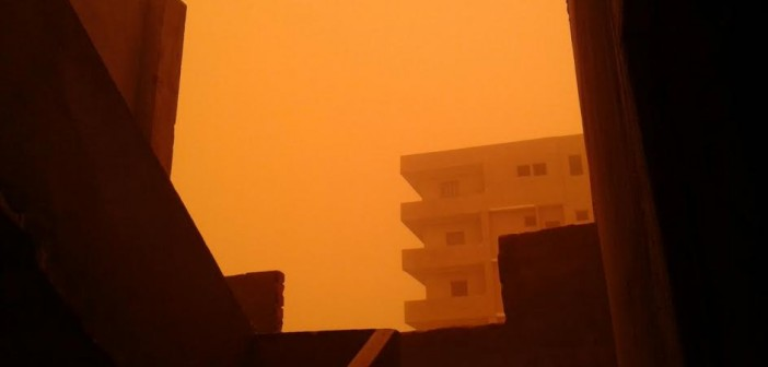 صور.. عاصفة ترابية تضرب المنيا وتحجب الرؤية عن الطرق