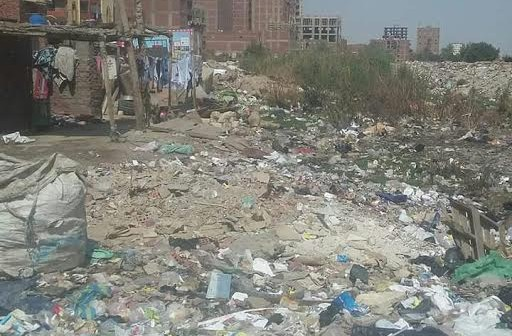 القمامة تحاصر «النزهة 2» وسط استياء من الأهالي (صورة)