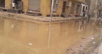 صور.. غرق شوارع منطقة «أحمد ماهر» بأسوان في مياه الصرف الصحي