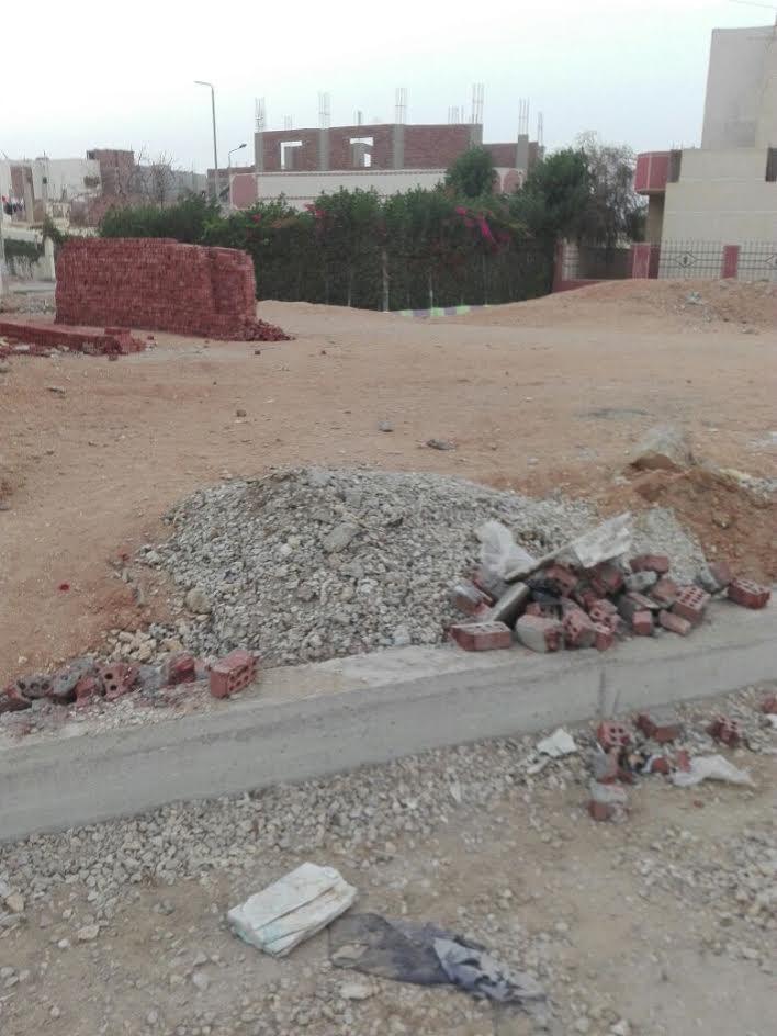 صور.. سكان «القطاع ج1» بالعاشر من رمضان يشكون سوء مستوى الطرق