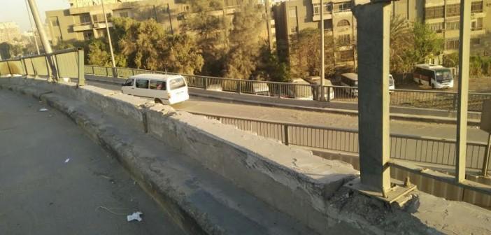كوبري أحمد عرابي بالمهندسين.. أسفلت سيئ وحواجز متهالكة (صور)