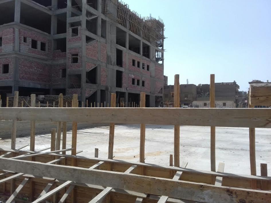 صور.. سكان «إدفو» يطالبون باستكمال بناء المستشفى العام بعد توقف العمل بسبب «التعويم»