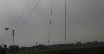 أهالي «الخلافية العجوز» بسوهاج يوجهون خطر الموت صعقاً بسبب تهالك شبكة الكهرباء (صور)