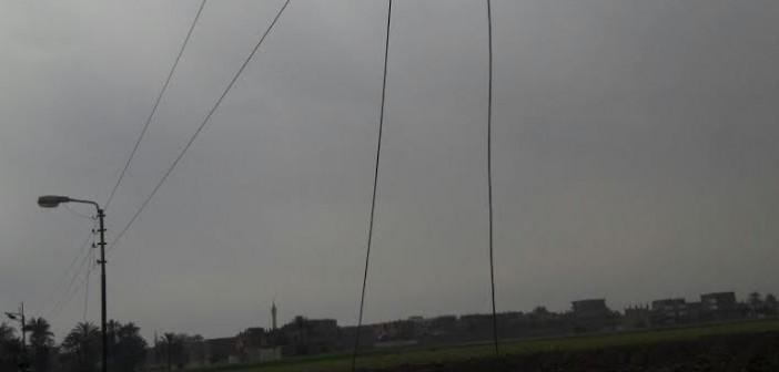 تهالك شبكة الكهرباء يهدد حياة أهالي «الخلافية العجوز» بسوهاج (صور)