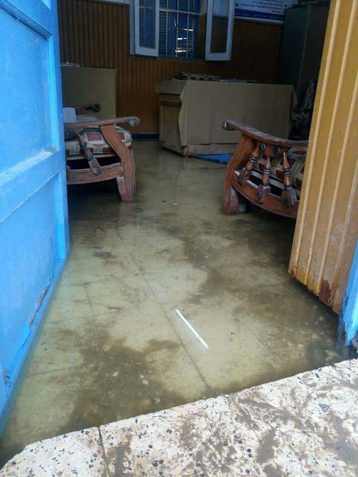 سوهاج l إنسداد ترعة يتسبب في غرق مدرسة «العسيرات الإعدادية»(صور)