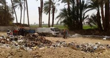 استياء بين أهالي «كوم العرب» بسبب مقلب قمامة بمدخل القرية (صورة)