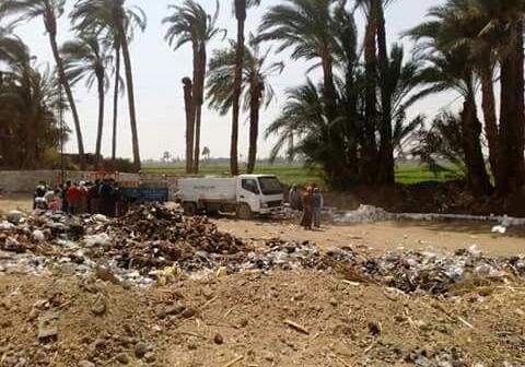 سوهاج | استياء أهالي «كوم العرب» من مقلب قمامة بمدخل القرية (صورة)