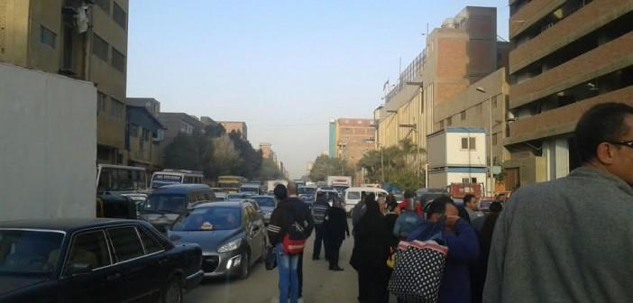 سكان جسر السويس يطالبون بحلول للزحام الناتج عن أعمال حفر المترو (صور)