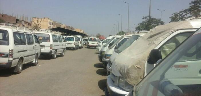 ركاب موقف الأقاليم بالأقصر يطالبون بتطويره بسبب أوضاعه «غير الآدمية» (صور)