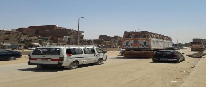 بالصور.. أهالي أسوان يطالبون بوقف سيارات نقل الحجارة داخل المدينة