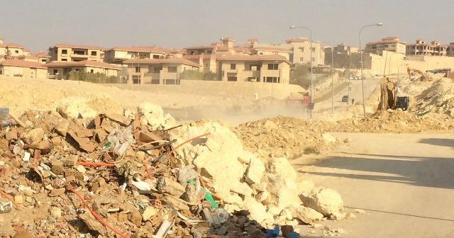 سكان منطقة التوسعات الشرقية بـ أكتوبر يطالبون برفع مخلفات البناء (صور)
