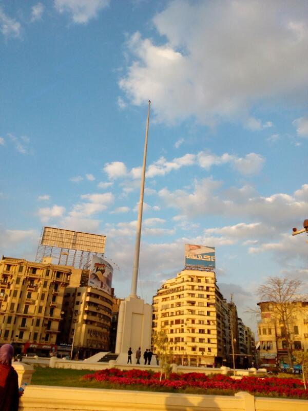 ساري ميدان التحرير بدون علم (صور)