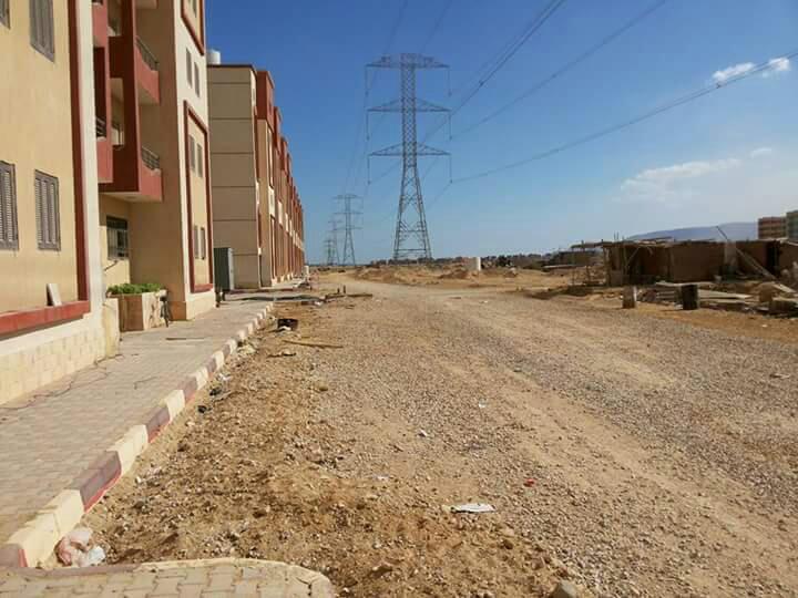 بالصور.. سكان «عدلي منصور» بالسويس يطالبون بحل مشكلة انتشار أبراج الضغط العالي