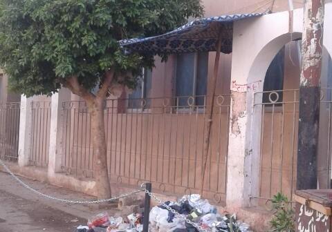 بالصور.. تراكم القمامة أمام مجلس مدينة سنورس: ماذا حال بقية مناطق المركز؟