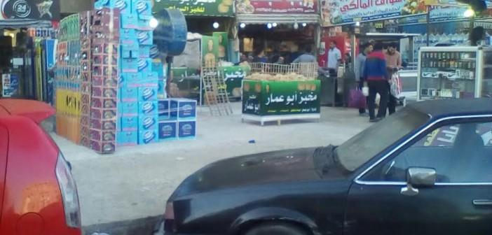 صور.. سكان «الحي العاشر» في 6 أكتوبر يشكون تعديات المحال على الطريق