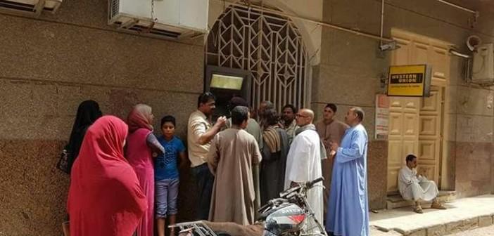 أهالي دار السلام بسوهاج يطالبون بماكينات صرافة (صور)