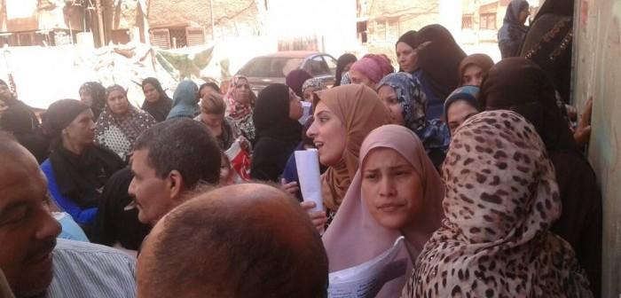 غضب بين سكان بهتيم بسبب وقف تحديث البطاقات التموينية (صور وفيديو)