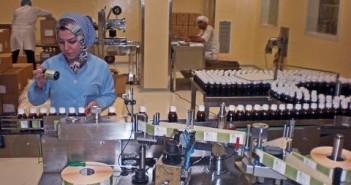 العاملين بشركات الأدوية - أرشيفية