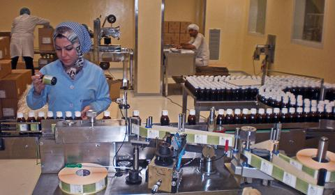 «ضوابط» صرف علاوة الـ 10% تثير غضب العاملين بشركات «القابضة للأدوية»