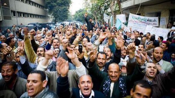 آهات وأوجاع العاملين فيكى يا مصر.. رسالة إلى الرئيس (رأي)