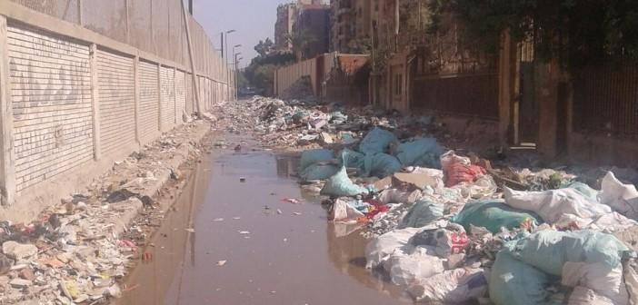 صور.. القمامة تحاصر مركز التدريب المهني بالمطرية
