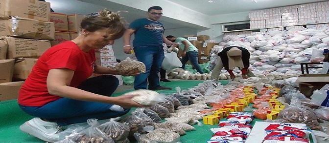 «مصر بتاعتي» تنتهي من تجهيز «شنط رمضان» (صور)