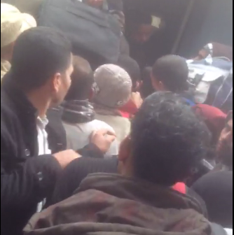 ▶️ زحام وتدافع بين المواطنين على أسبقية ركوب قطار في رمسيس (فيديو)
