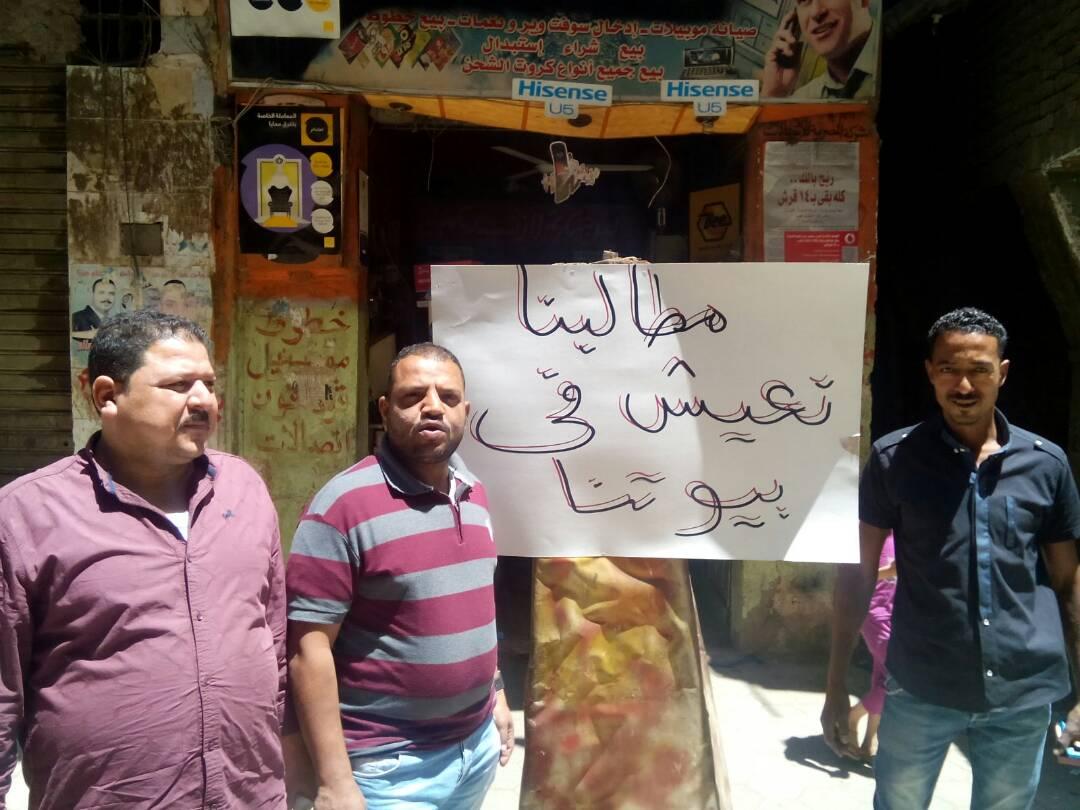 وقفة احتجاجية لأهالي «الرزاز» في منشأة ناصر ضد «التهجير القسري»