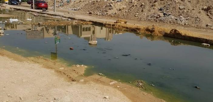 سكان الهضبة الوسطى بالمقطم يطالبون بسحب المياه والمخلفات من الشوارع