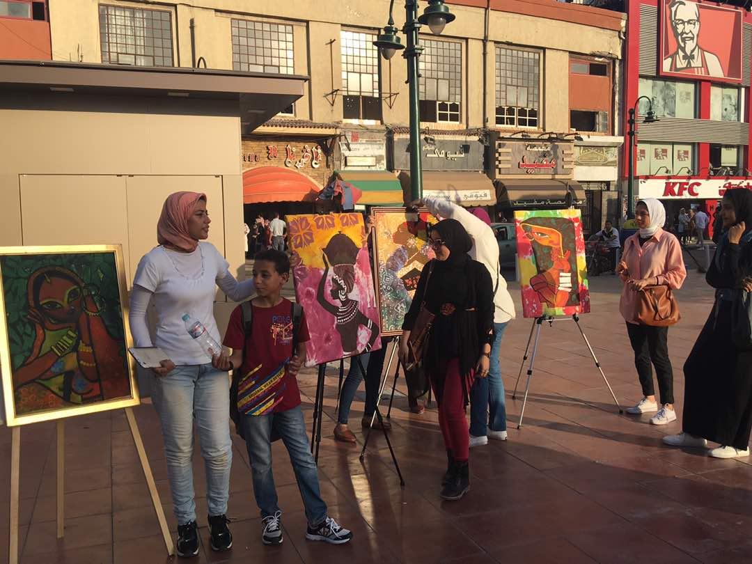 معرض فني لطلاب «تربية نوعية» بميدان محطة الرمل في الإسكندرية (صور)