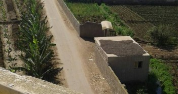 بالفيديو.. مطالب بإنارة طريق رابط بين عزبتين في البحيرة