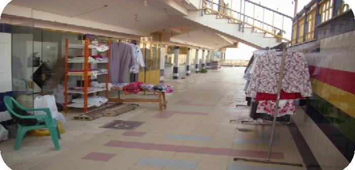 أصحاب 81 محلا تجاريًا بـ«العبور» يطالبون جهاز المدينة بتجديد عقودها