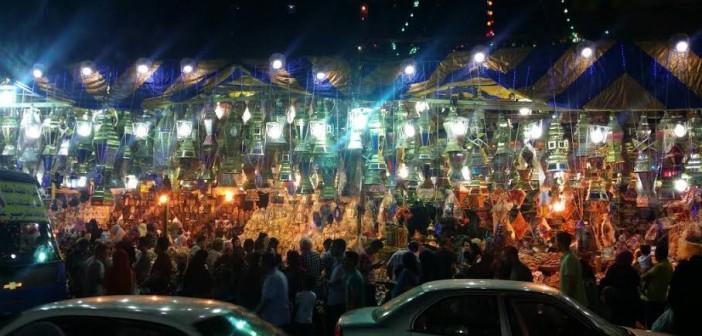 ▶️ وحوي يا وحوي.. زحام في السيدة زينب لشراء فوانيس رمضان (صور وفيديو)