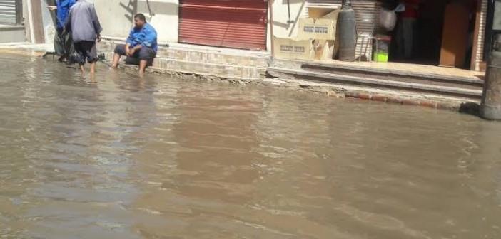 صور.. أهالي «المحمودية» يشكون الانقطاع المتكرر لمياه الشرب وغرق الشوارع بالصرف