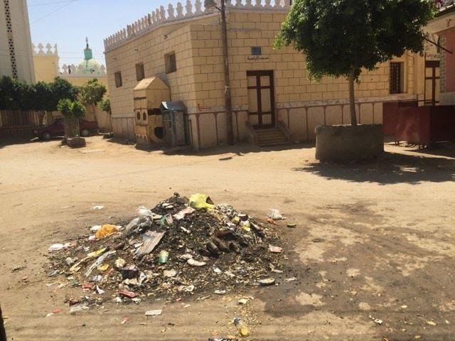 سوهاج ׀ سكان «المجابرة» يشكون انتشار الكهرباء بالشوارع..(صور)