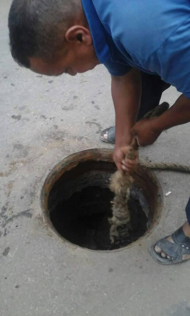 عمال الصرف الصحي بالإسكندرية يطالبون بعلاوة الـ10%: ليه تسحبوها مننا