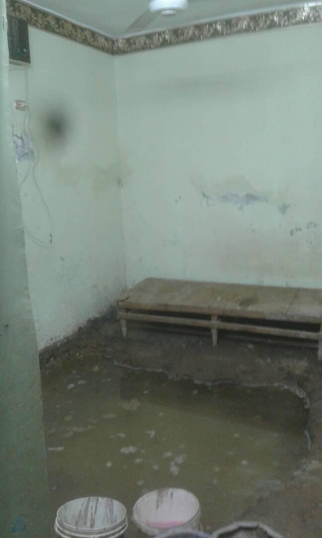 طفح الصرف الصحي في شوارع ومنازل بمنطقة السيل الريفي بأسوان