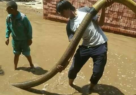 انفجار خط ماسورة مياه يغرق شوارع «الرمالي» بالمنوفية (صور)