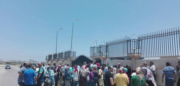 وقفة احتجاجية لأولياء أمور طلاب «الإسكندرية للغات» أمام ديوان المحافظة (صور)